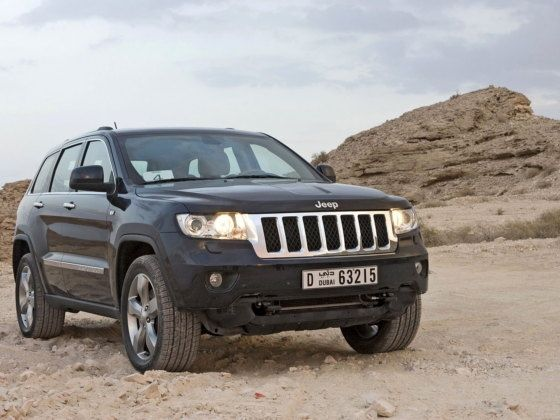 Jeep Grand Cherokee front three quarter