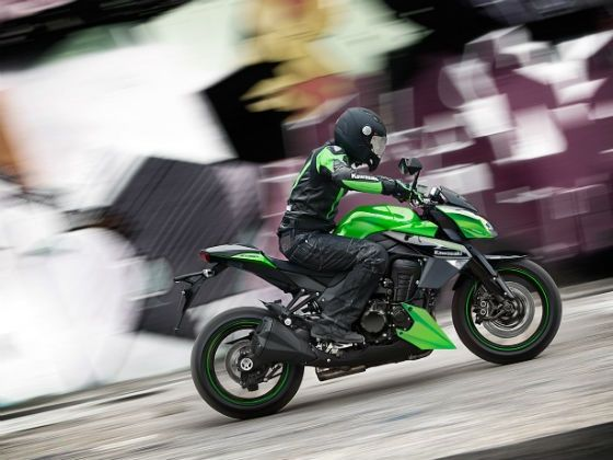 Kawasaki Z1000 in action