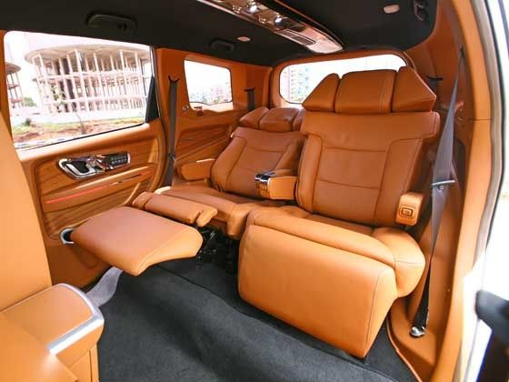 Mahindra XUV500 DC Lounge 24-inch captain seats
