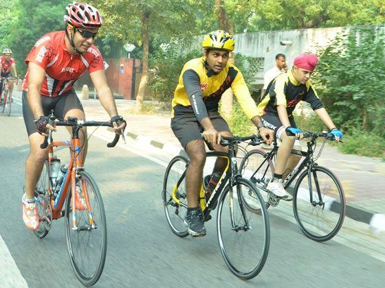 Karun Chandok Montra ride