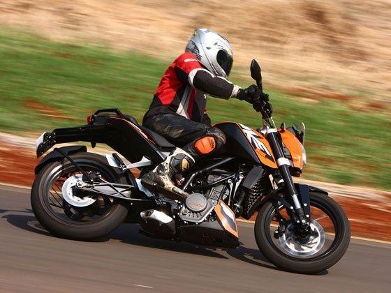 KTM 200 Duke in action