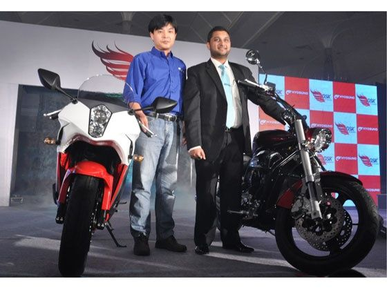 Hyosung GV650 Aquila Pro & new GT650R launch