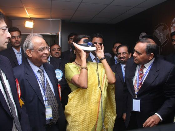 Supriya Sule watching 3D visuals of diesel engine