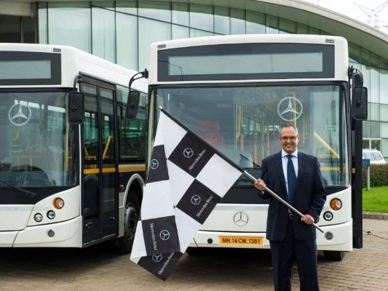 Eberhard Kern flags off Mercedes-Benz buses for employees