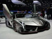 Lamborghini shows off the Veneno in Geneva