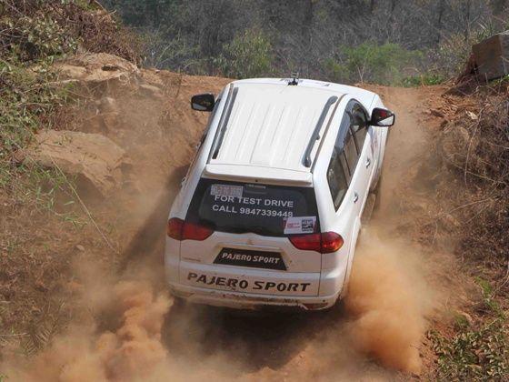 Mitsubishi Pajero Sport offroading