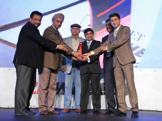 Hyundai executives receiving the 2013 ET Zigwheels award for the best compact car of the year
