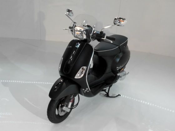 Vespa S in matte black shade