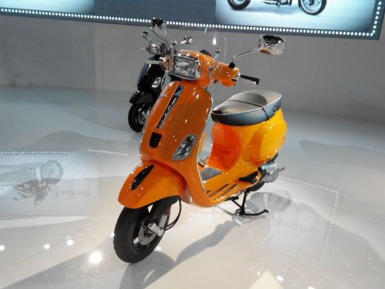 Vespa S in orange shade