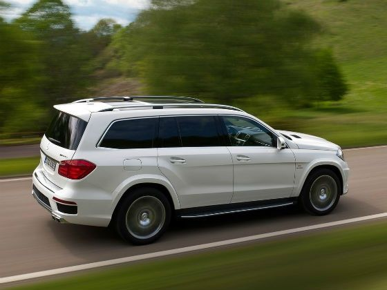 Mercedes GL 63 AMG in Action