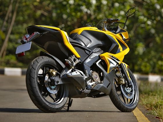 Bajaj Pulsar RS200 Review
