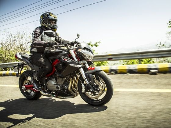 riding the DSK Benelli TNT 899