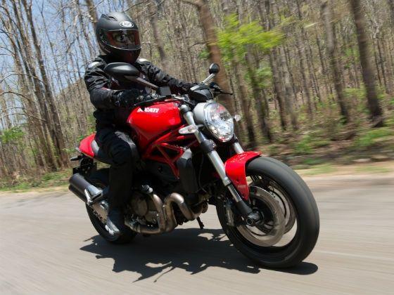 Ducati Monster 821 - Ride and Handling