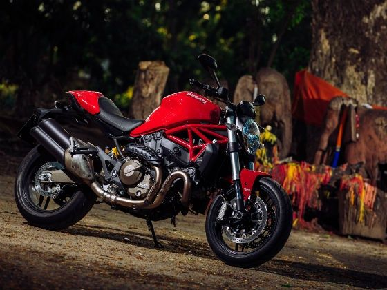 Ducati Monster 821 - Stunning looks, great performance and handling