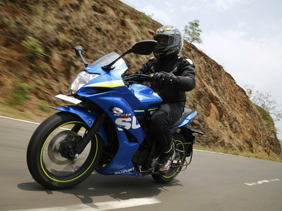 Suzuki Gixxer SF comes with a 155cc air-cooled engine