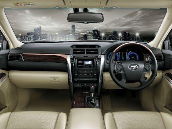 2015 Toyota Camry Hybrid Interior