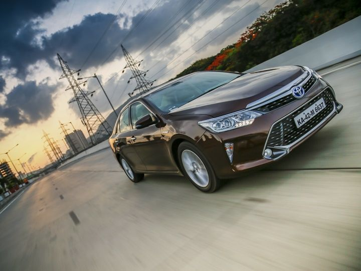 Toyota Camry Hybrid front tracking