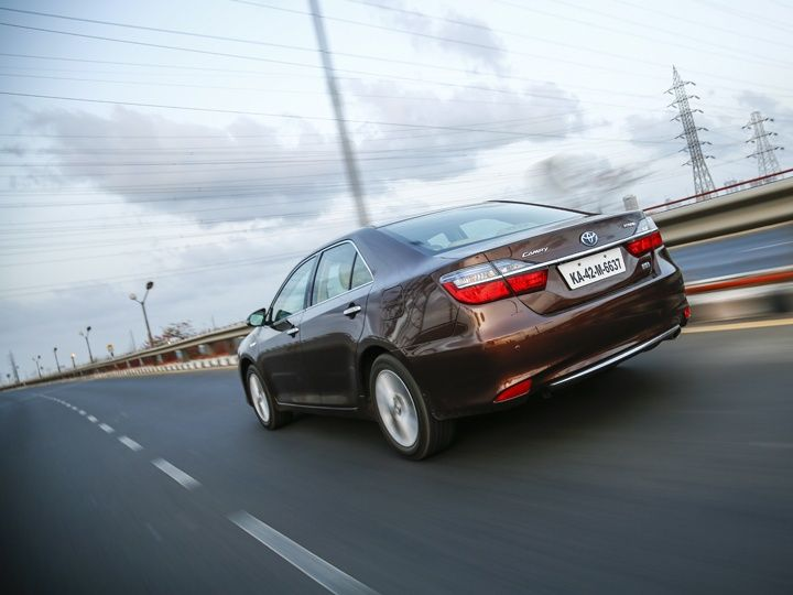 Toyota Camry Hybrid rear tracking