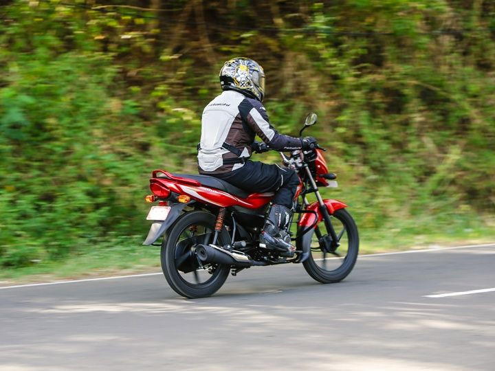 The new 102cc motor of the 2015 Bajaj Platina ES feels spirited for its puny size