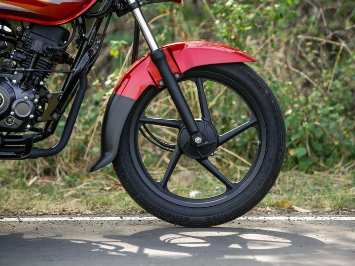 2015 Bajaj Platina ES comes with black alloys, 17 inch ceat tyres and telescopic forks