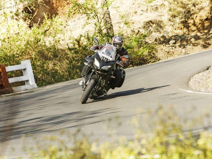 Kawasaki Versys 1000 cornering shot