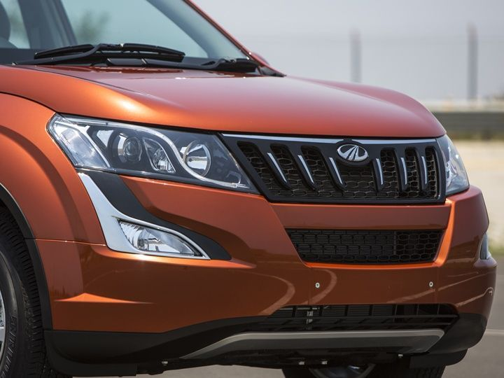 The front design has been enhanced to make the new XUV 500 facelift more appealing