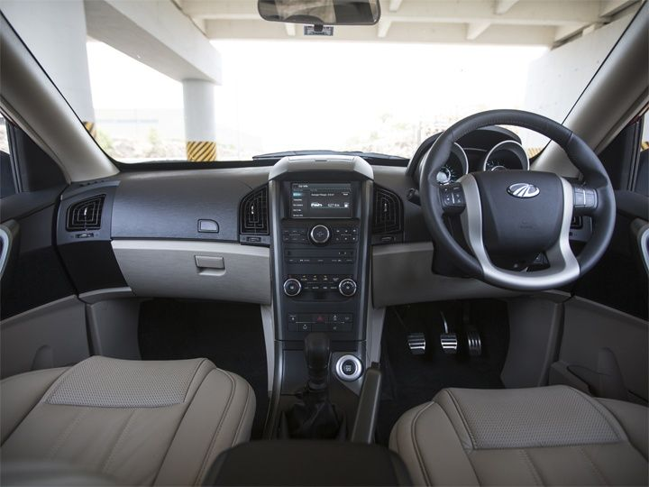 2015 Mahindra XUV500 gets classy beige and black interior and dashbaord