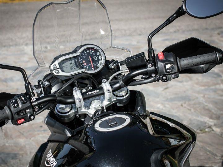 Flat, wide handlebar provides comfortable ergonomics