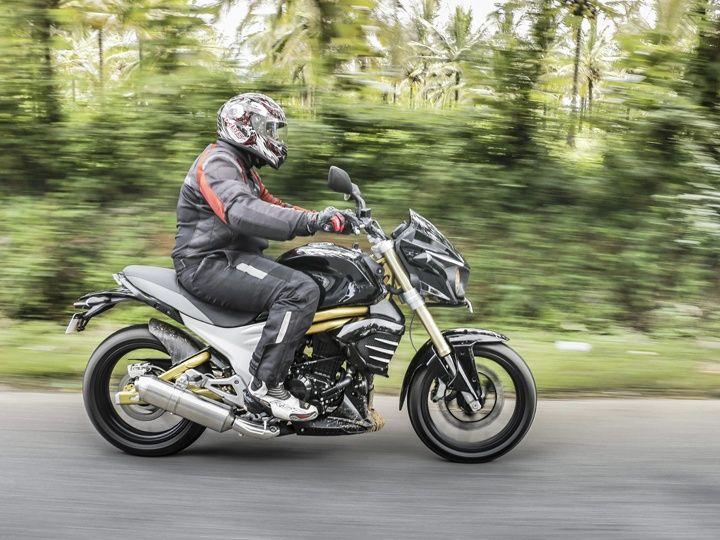 Mahindra Mojo review action image