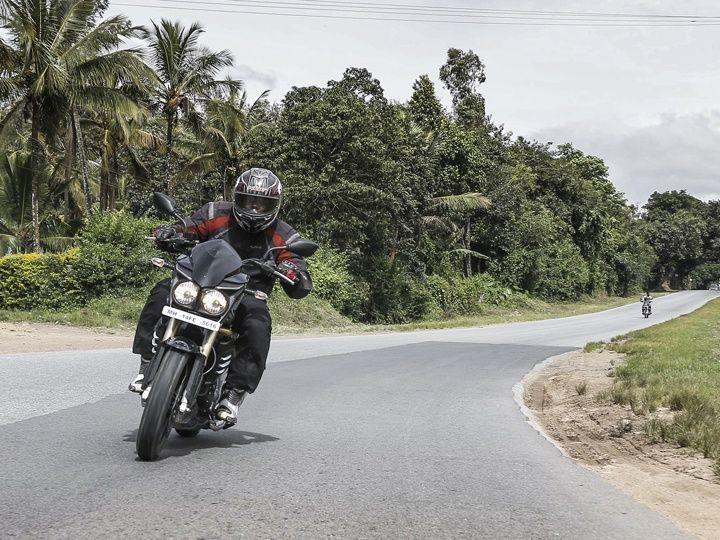 Mahindra Mojo review cornering shot