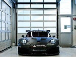 Porsche's angry 911 RSR Le Mans GTE racer breaks cover - ZigWheels