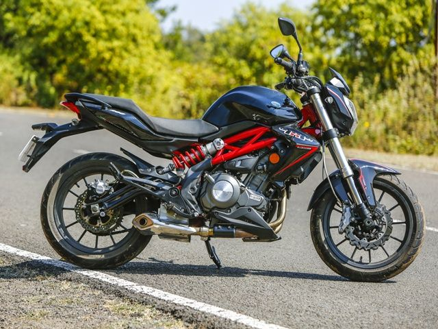 Benelli TNT 300 From DSK MotoWheels Review Photo Gallery