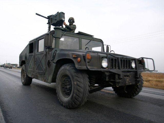 Завтра Порошенко встретит самолет с первой партией военных автомобилей HMMWV из США - Цензор.НЕТ 4348